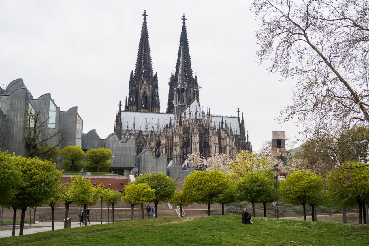 Außenansicht vom Rheinufer (Osten)