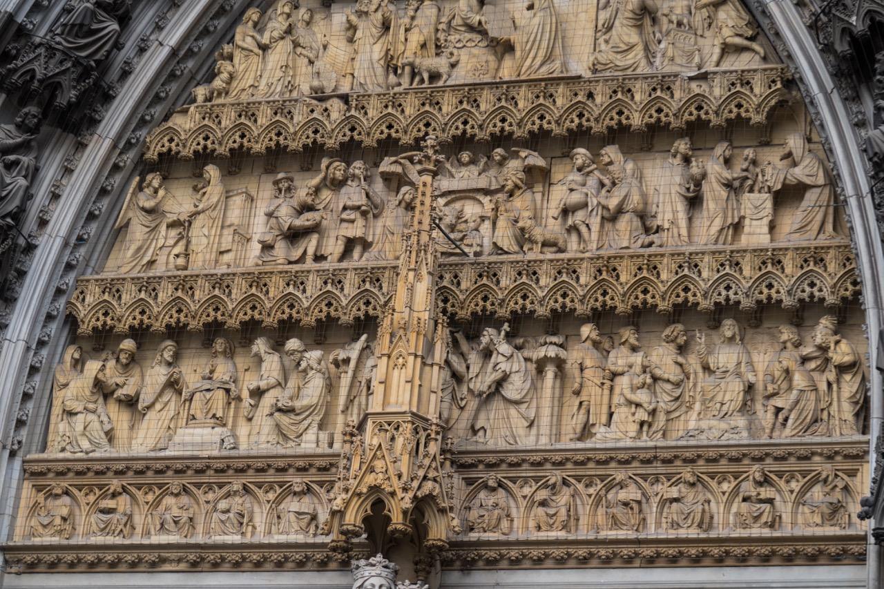Mittleres Westportal, Detail des Tympanons