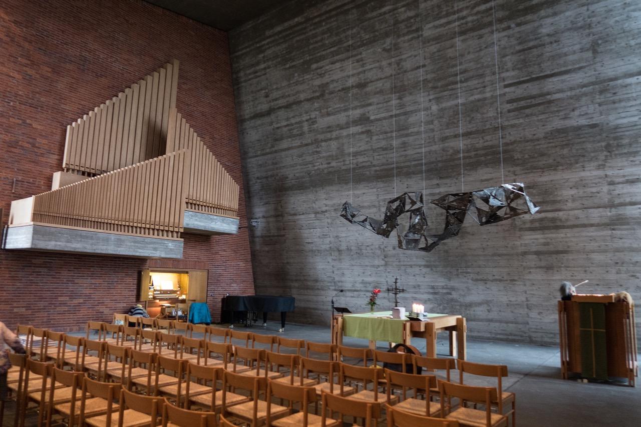 Innenraum zur Orgel hin