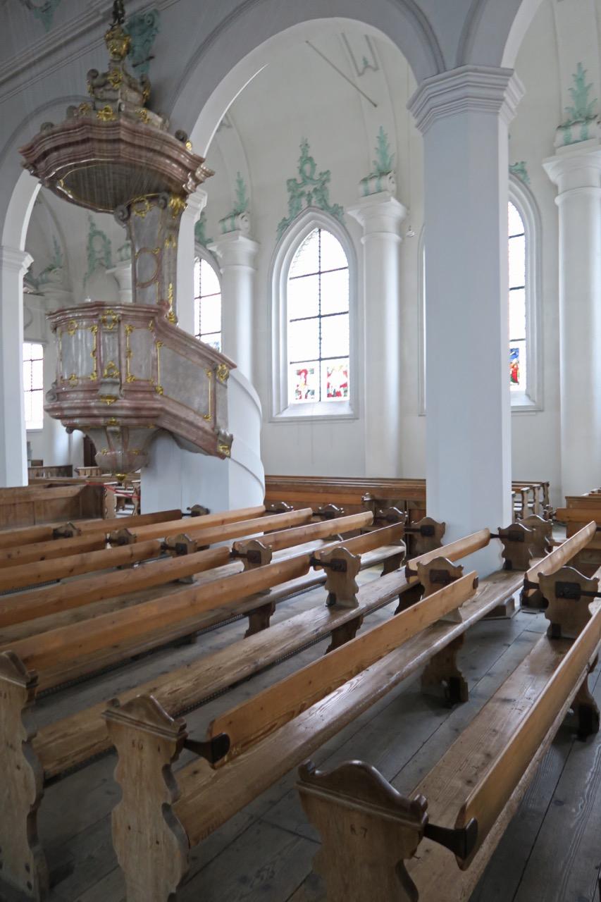 Klappbare Kirchenbänke (um 1800)