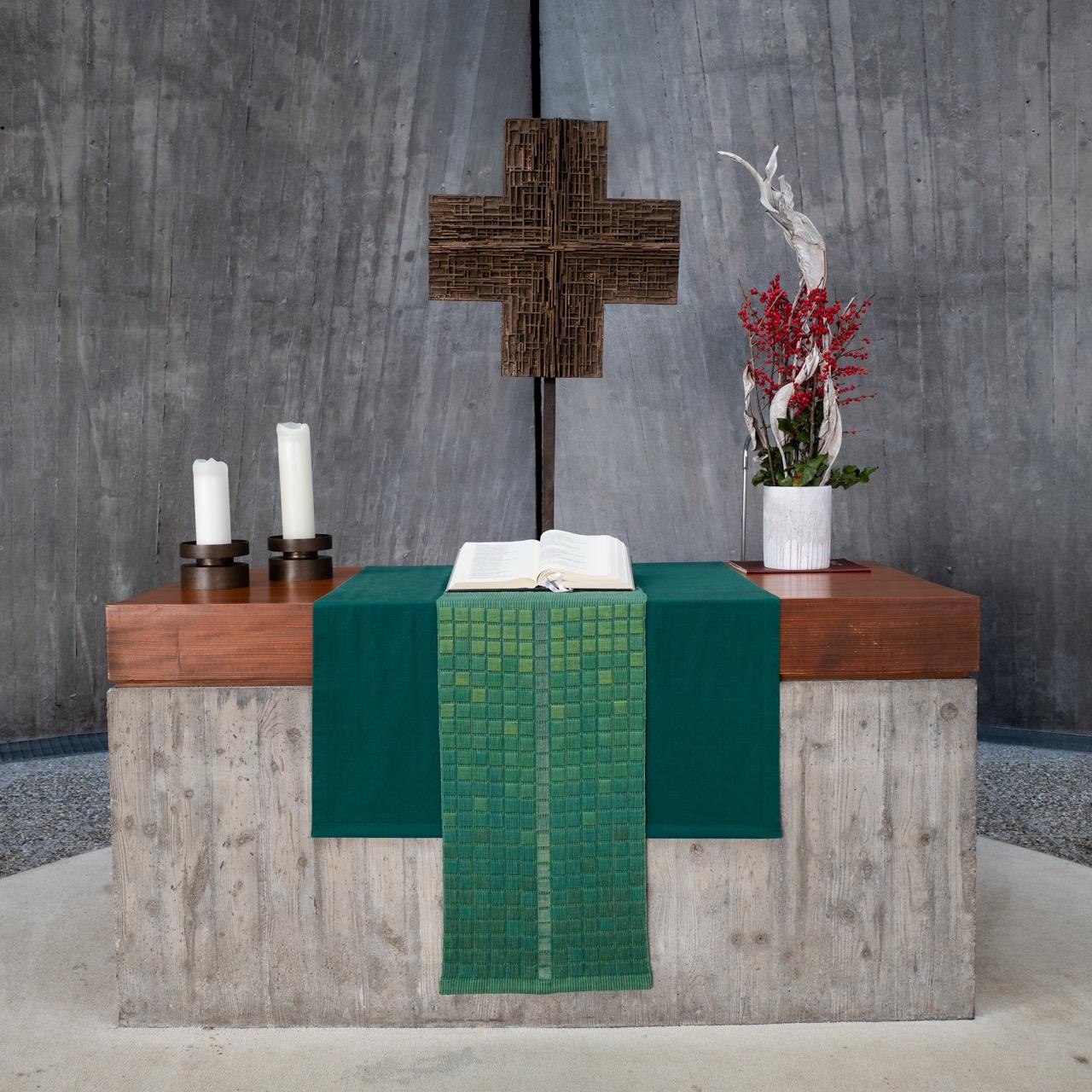 Altar (Altarkreuz Sigrid von Liebenstein)