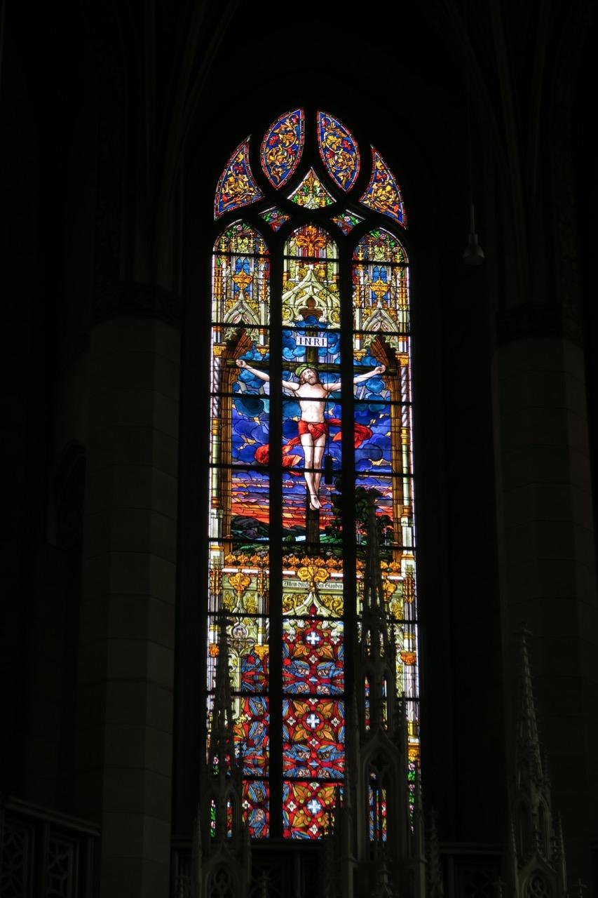 """Chorfenster """"Christus am Kreuz"""" (Willy Döring, Moritz Ehrlich, 1891)"""