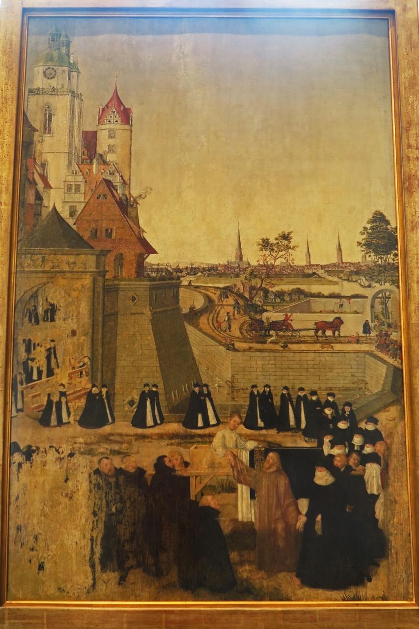"""Lucas Cranach, d.J. und Peter Spitzer: Die Auferweckung des Jünglings zu Nain, nach 1565, mit Türmen der Stadtkirche und der <a href=""""https://www.visit-a-church.info/sacred-buildings/vac/churchbyid.html?id=25125336299630558"""" target=""""_blank"""">Schlosskirche</a> zu Wittenberg"""
