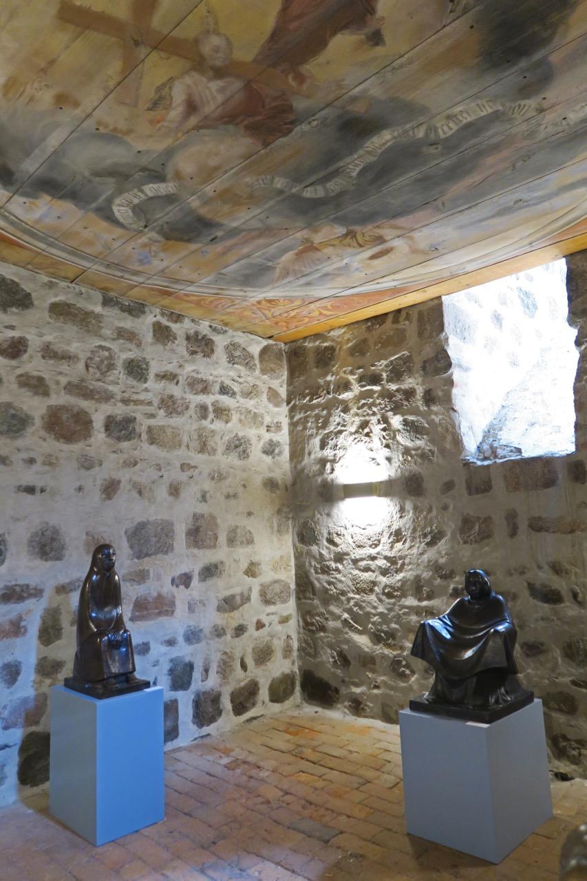 Raum der Stille im Nordturm mit Plastiken von Ernst Barlach und Käthe Kollwitz