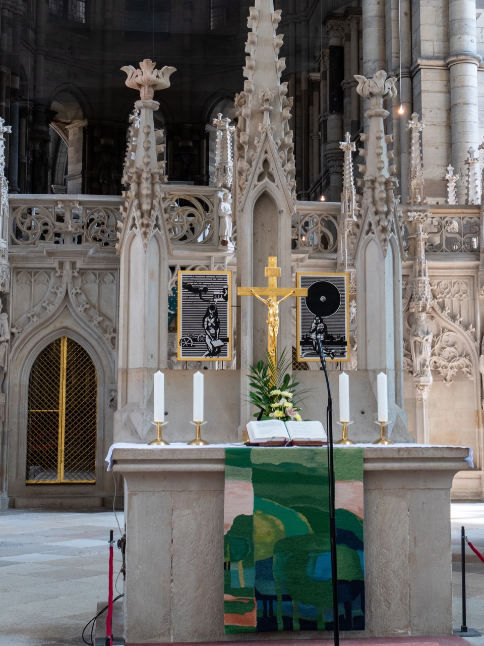 Altar vor dem Lettner