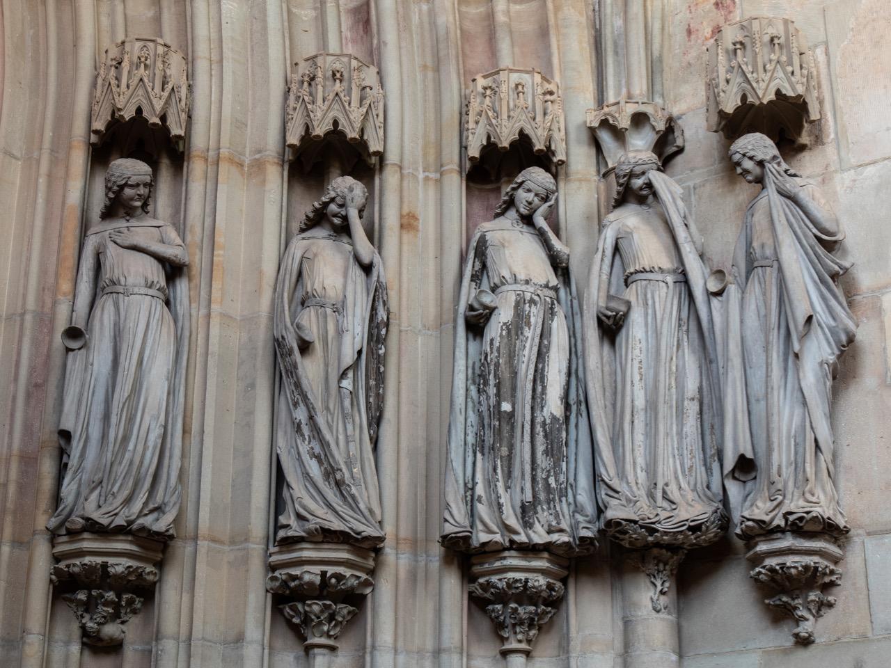 """Skulpturenzyklus """"Törichte Jungfrauen"""" am Nordportal"""