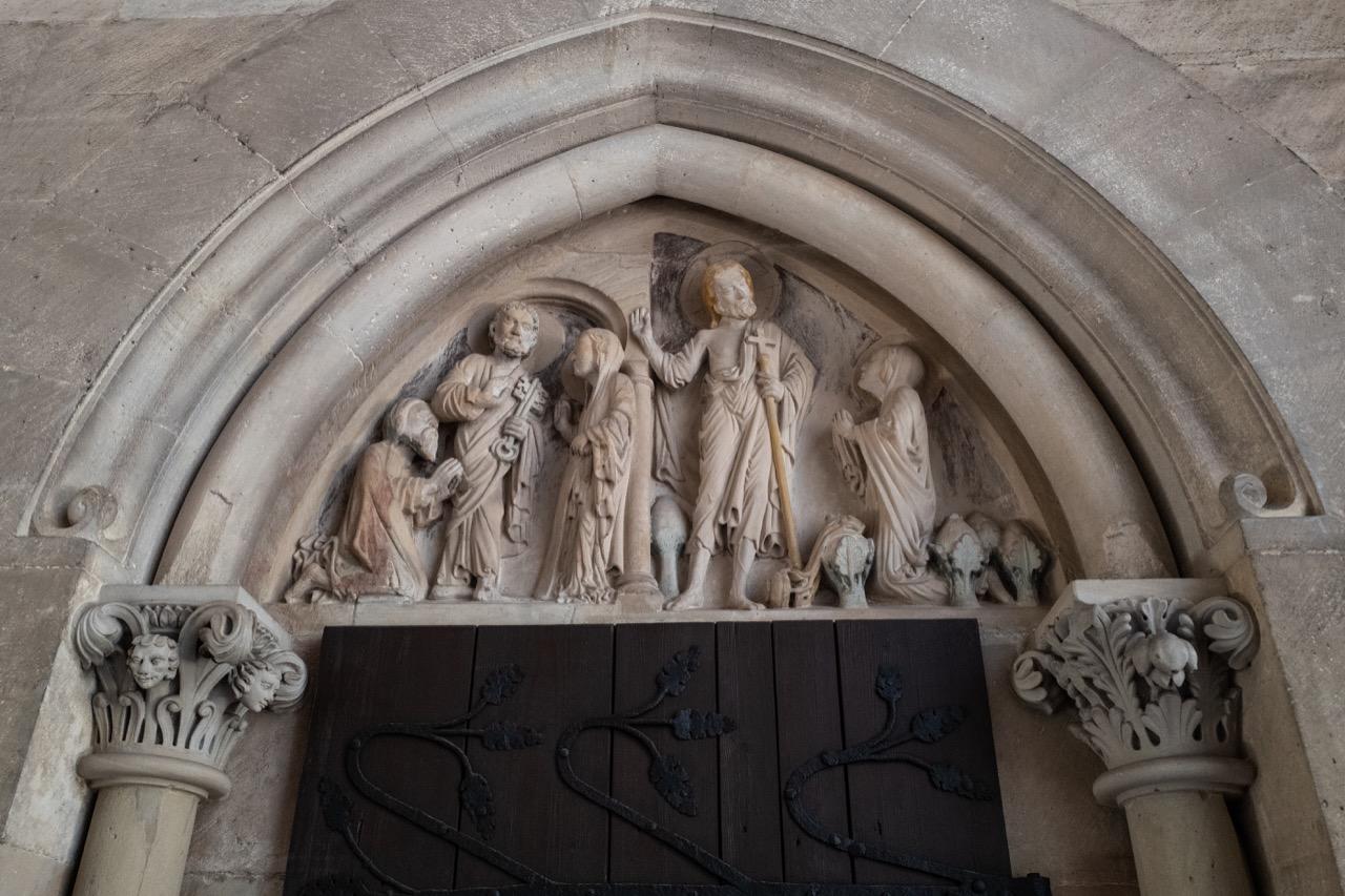 Tympanonrelief über der Tür zur Magdalenenkapelle