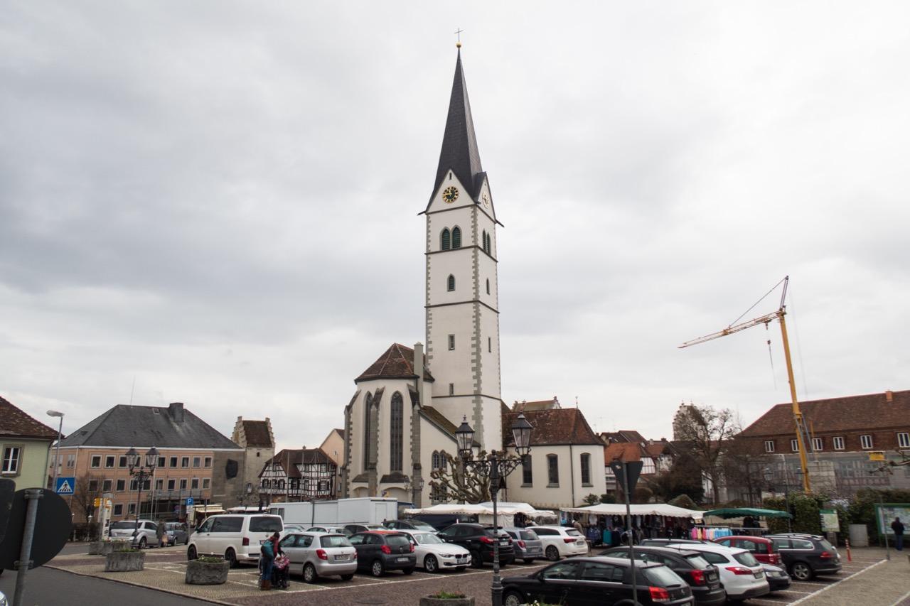 Marktplatz mit St. Nikolaus