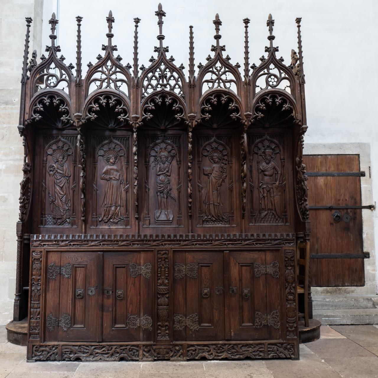 Fünfsitz auf der Nordseite des Chors (Anfang 15. Jh.)