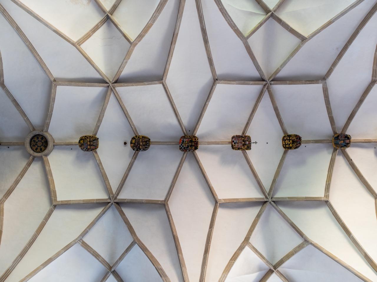 Schlingrippengewölbe des Mittelschiffs (1537)