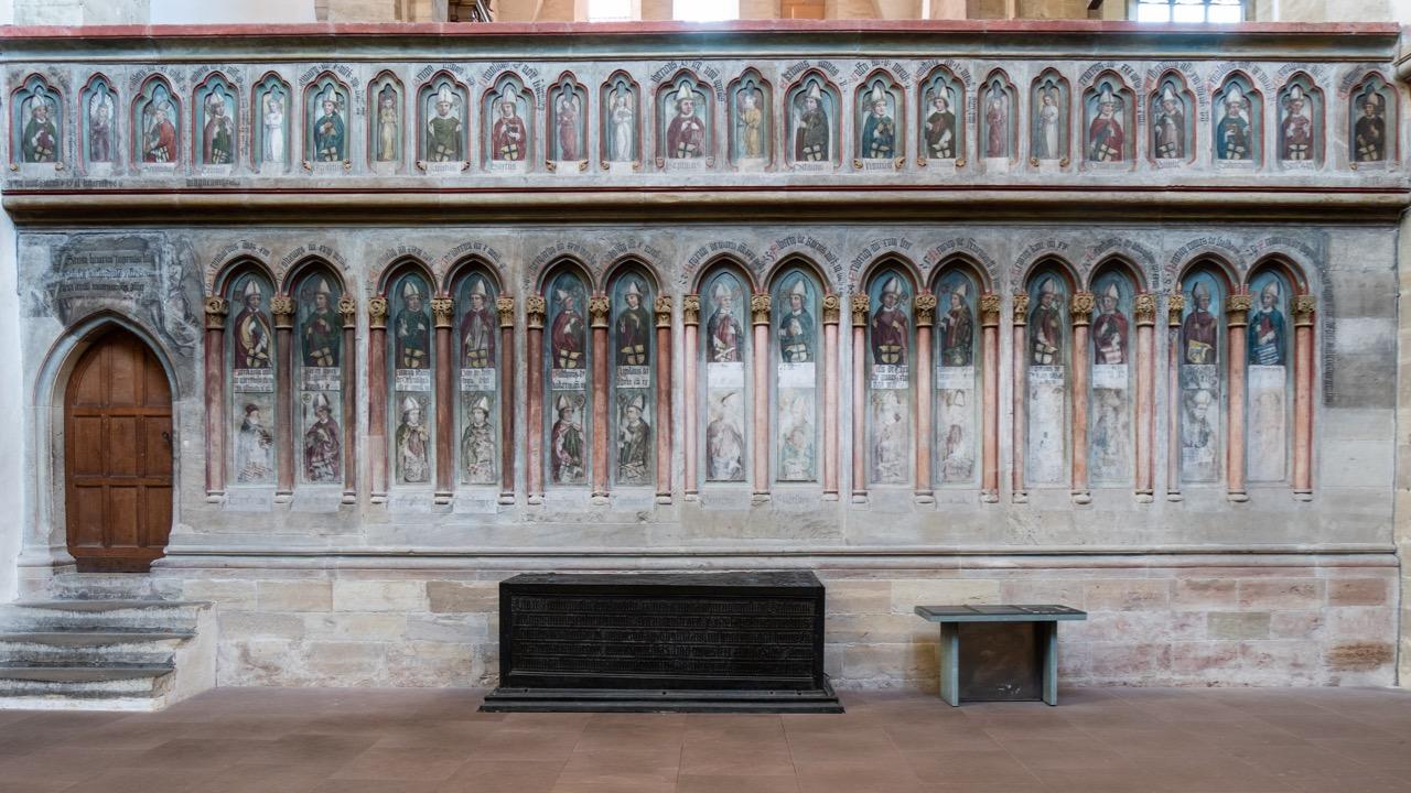 Chorschranke mit Abbildungen von 42 Merseburger Bischöfen (Anfang 16. Jh., 1883–86 übermalt, 1955 restauriert)