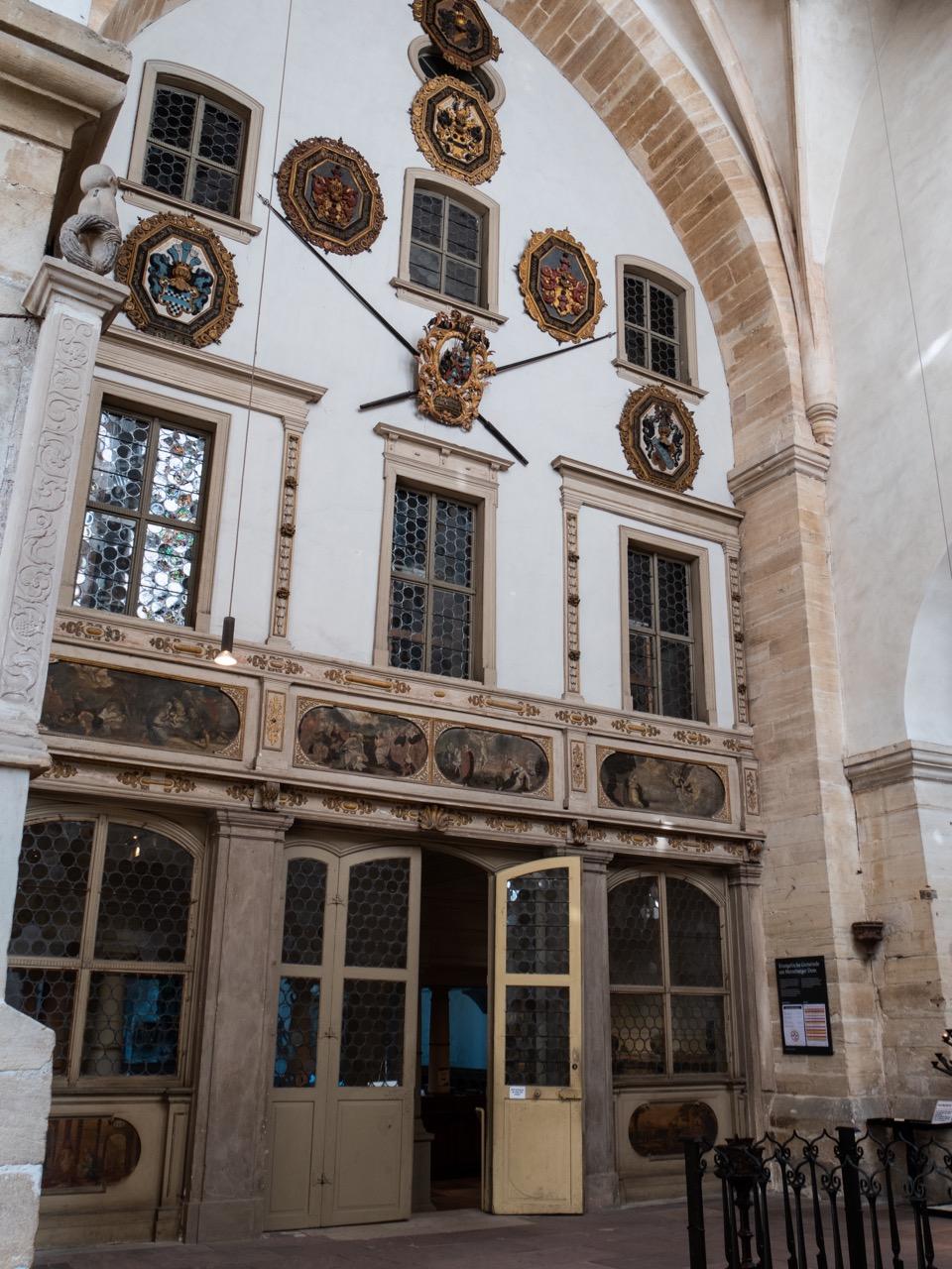 Orgelrückwand in der Vorhalle (erbaut 1883–86 unter Verwendung barocker Ausstattungsstücke)