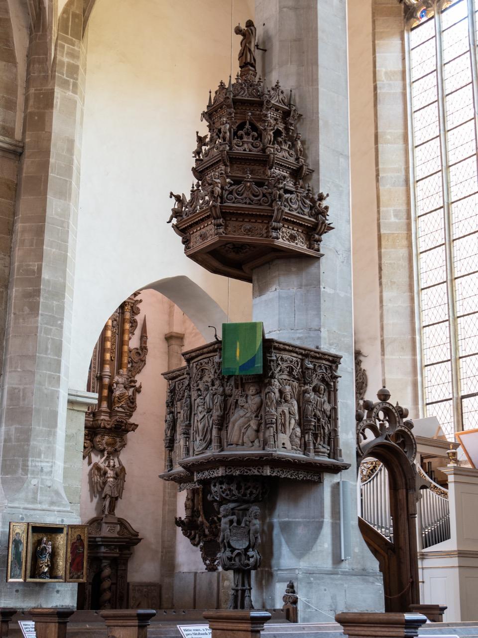 Spätgotische Holzkanzel (1514–1517, Schalldeckel von 1665)