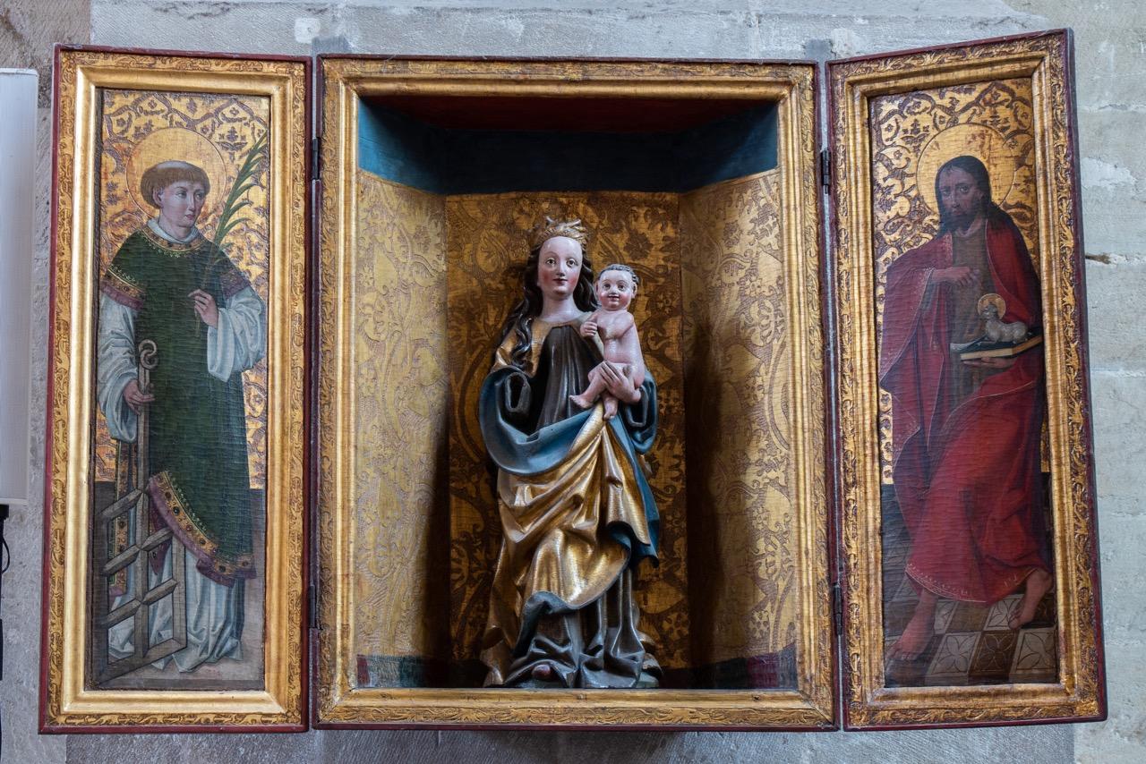 Altarretabel mit Madonna am südlichen Vierungspfeiler (um 1500), an den Seiten der hl. Laurentius und Johannes der Täufer