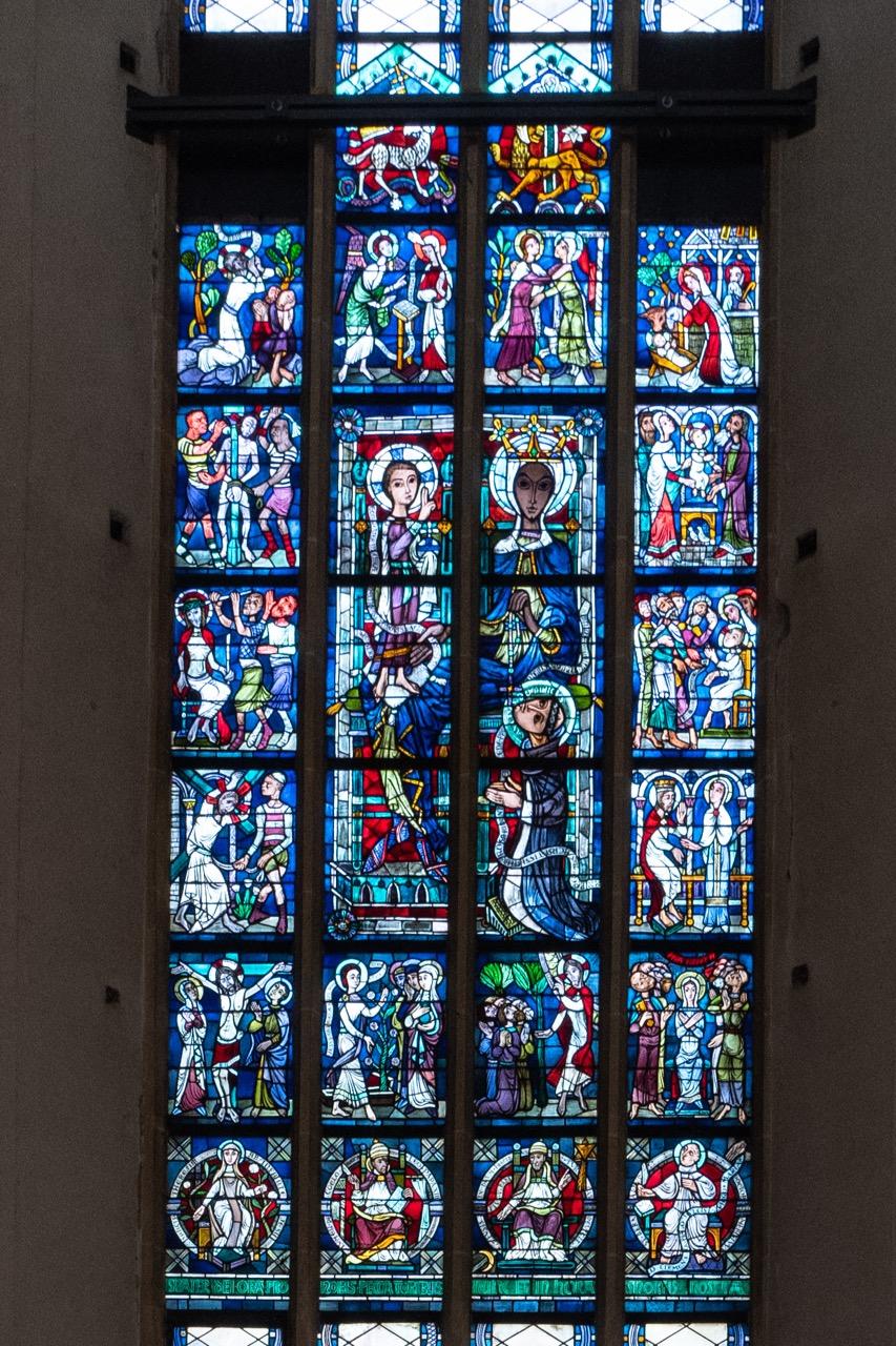 Rosenkranzfenster (Josef Auer, 1961, nach Originalentwürfen von Alois Miller, 1934)