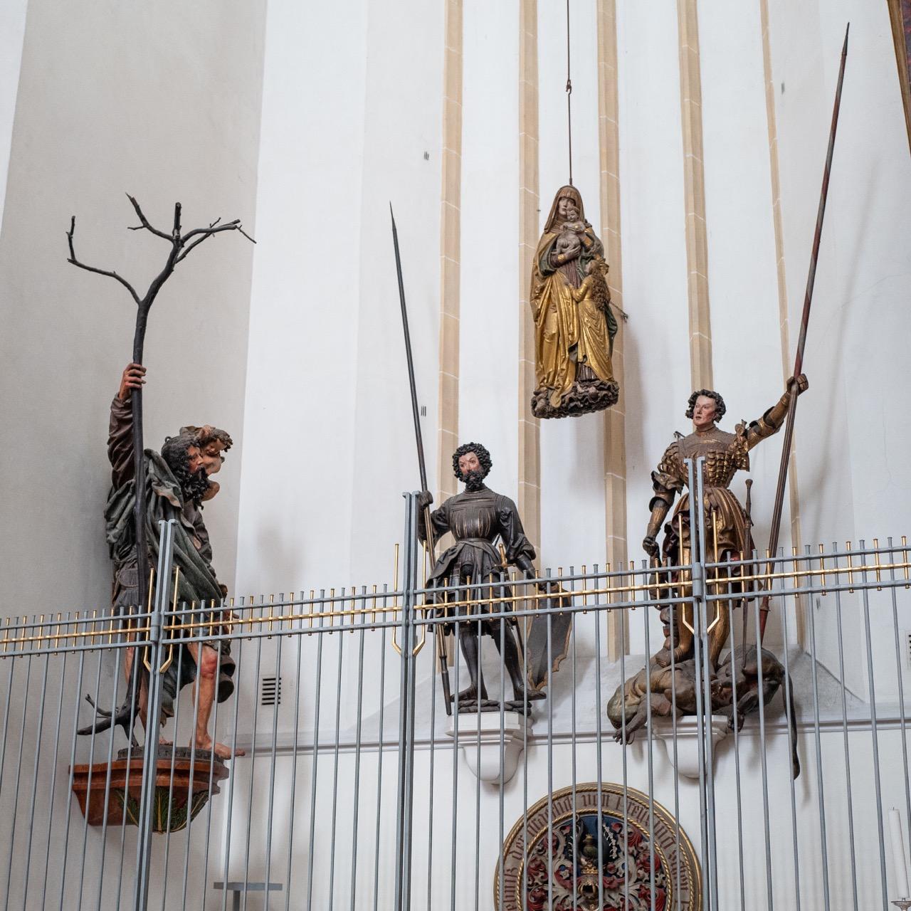 Kapelle der hl. Anna Selbdritt und des hl. Georg, Figuren des hl. Christophorus (linke Wand; Hans Leinberger), des hl. Rasso (links; Meister von Rabenden), der hl. Anna Selbdritt (Mitte; Stefan Rottaler) und des hl. Georg (Hans Leinberger), alle um 1520
