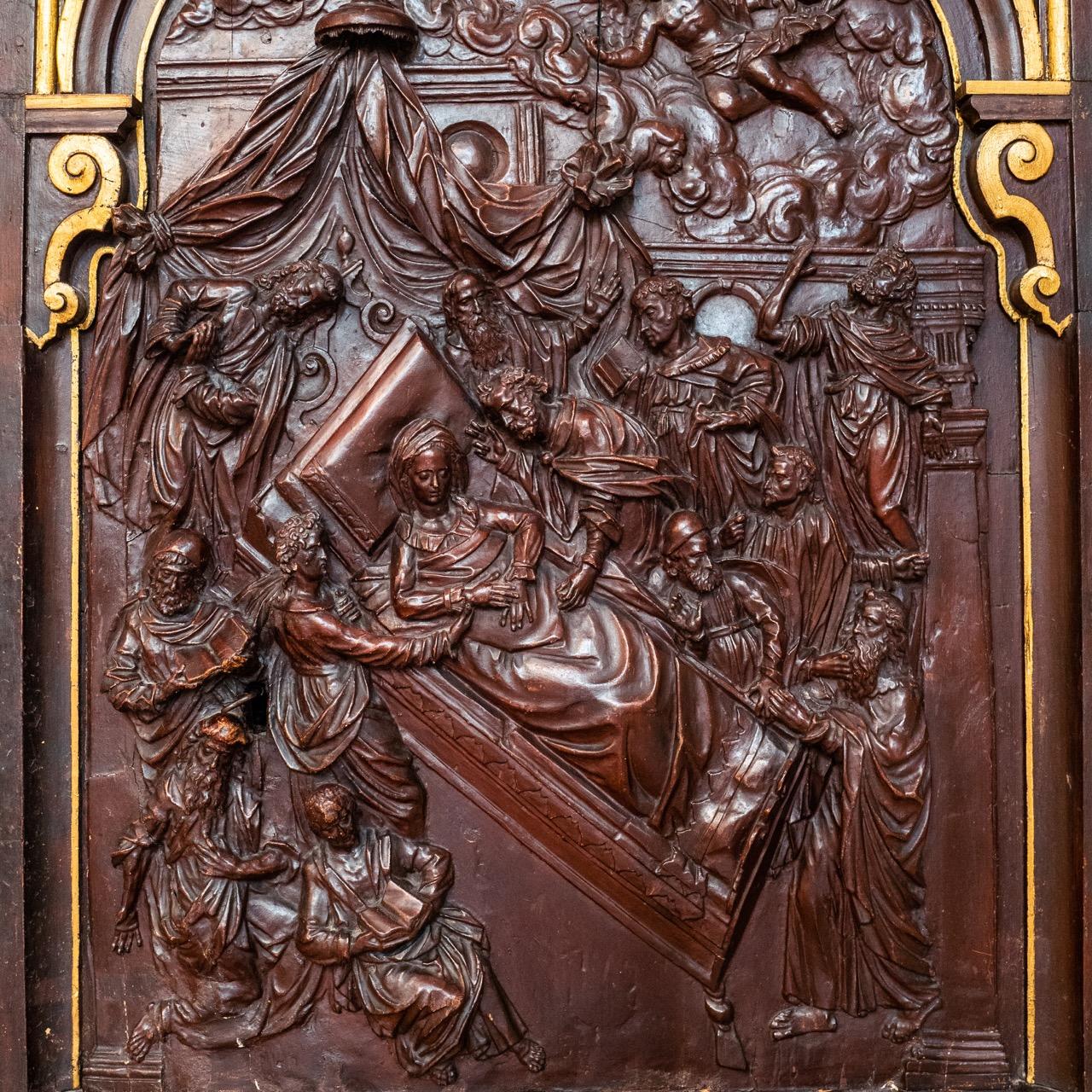 Taufkapelle, Türblatt mit Relief des Marientodes (um 1610)