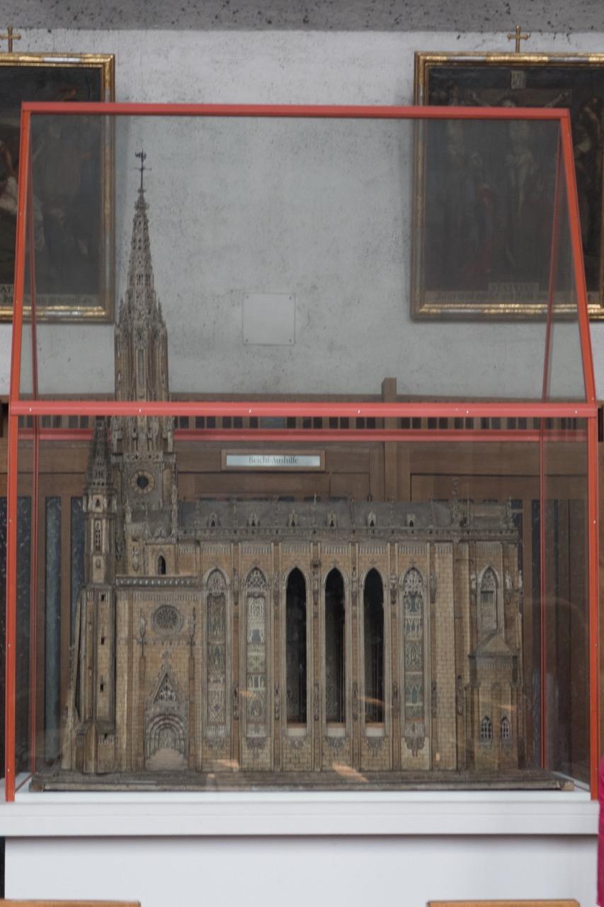 Modell der Vorgängerkirche (Südansicht)