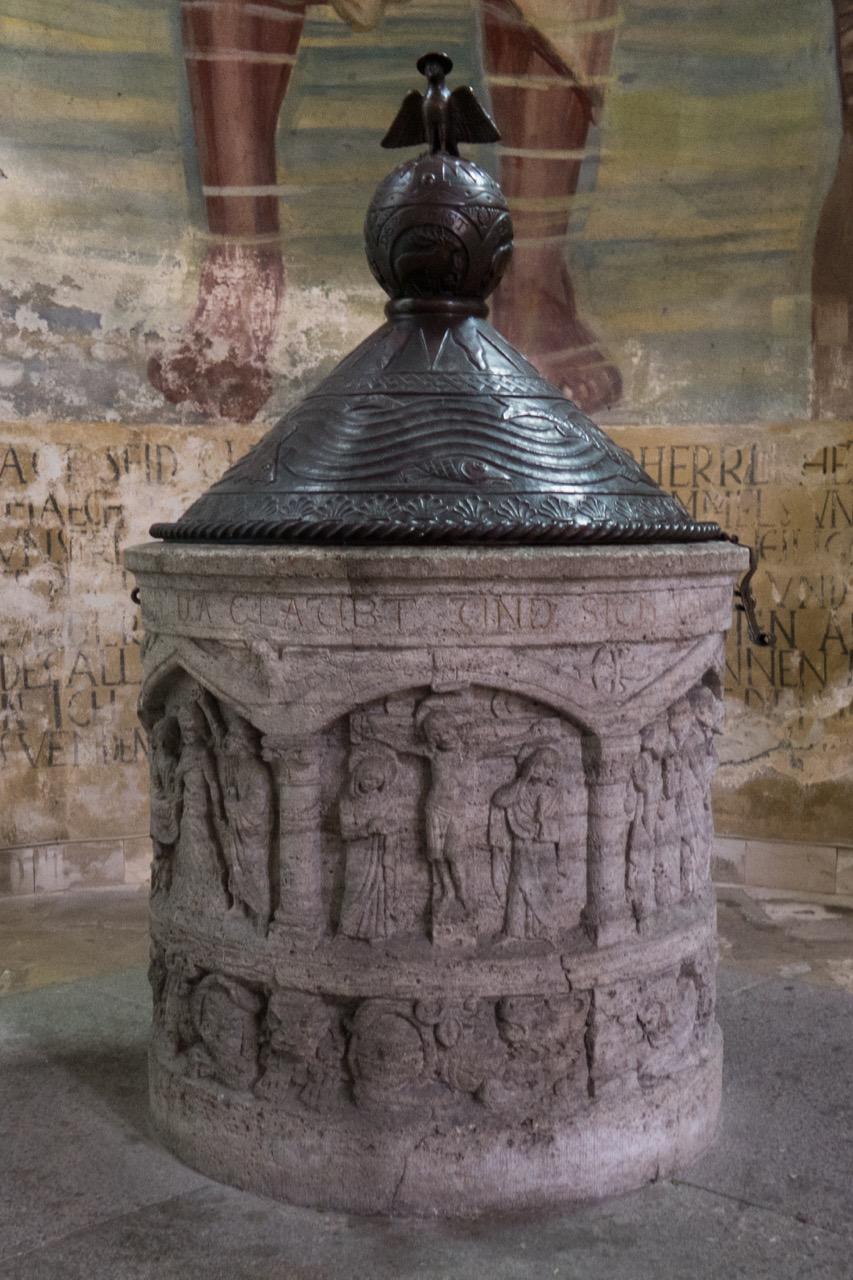 Taufkapelle mit Taufstein von 1901, Fresko von J. Bergmann