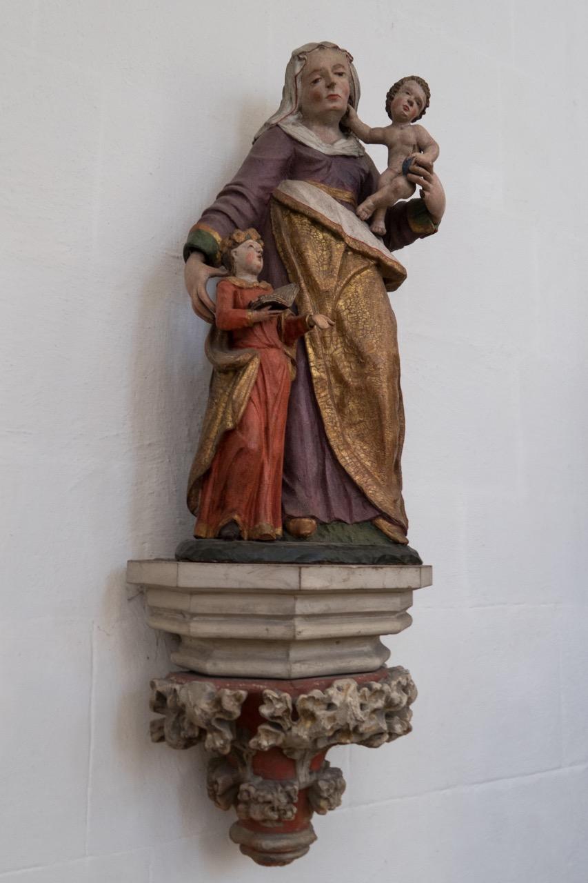 Skulptur Anna selbdritt (mit Tochter Maria und Jesuskind)