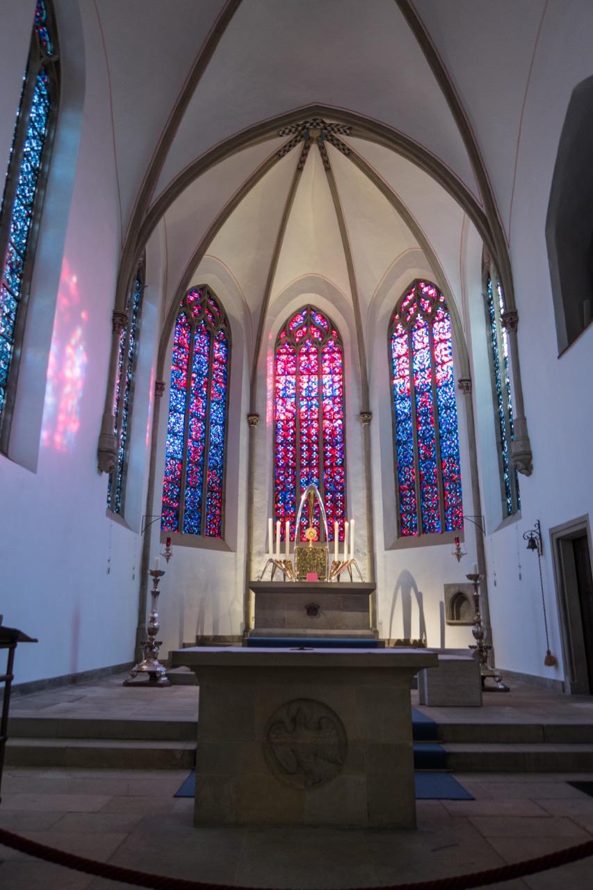 """<a href=""""https://www.visit-a-church.info/glossary#Altarhaus"""" target=""""_blank"""">Altarraum</a>"""