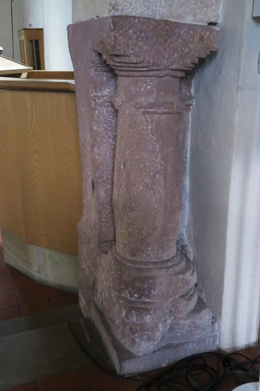 Römische Säule im Triumphbogen (2.–3. Jh.)