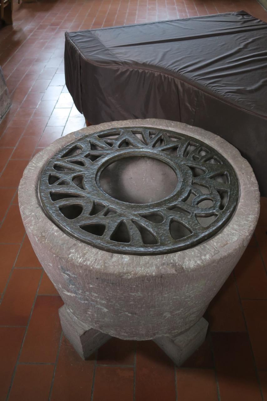 Romanischer Taufstein (um 950)