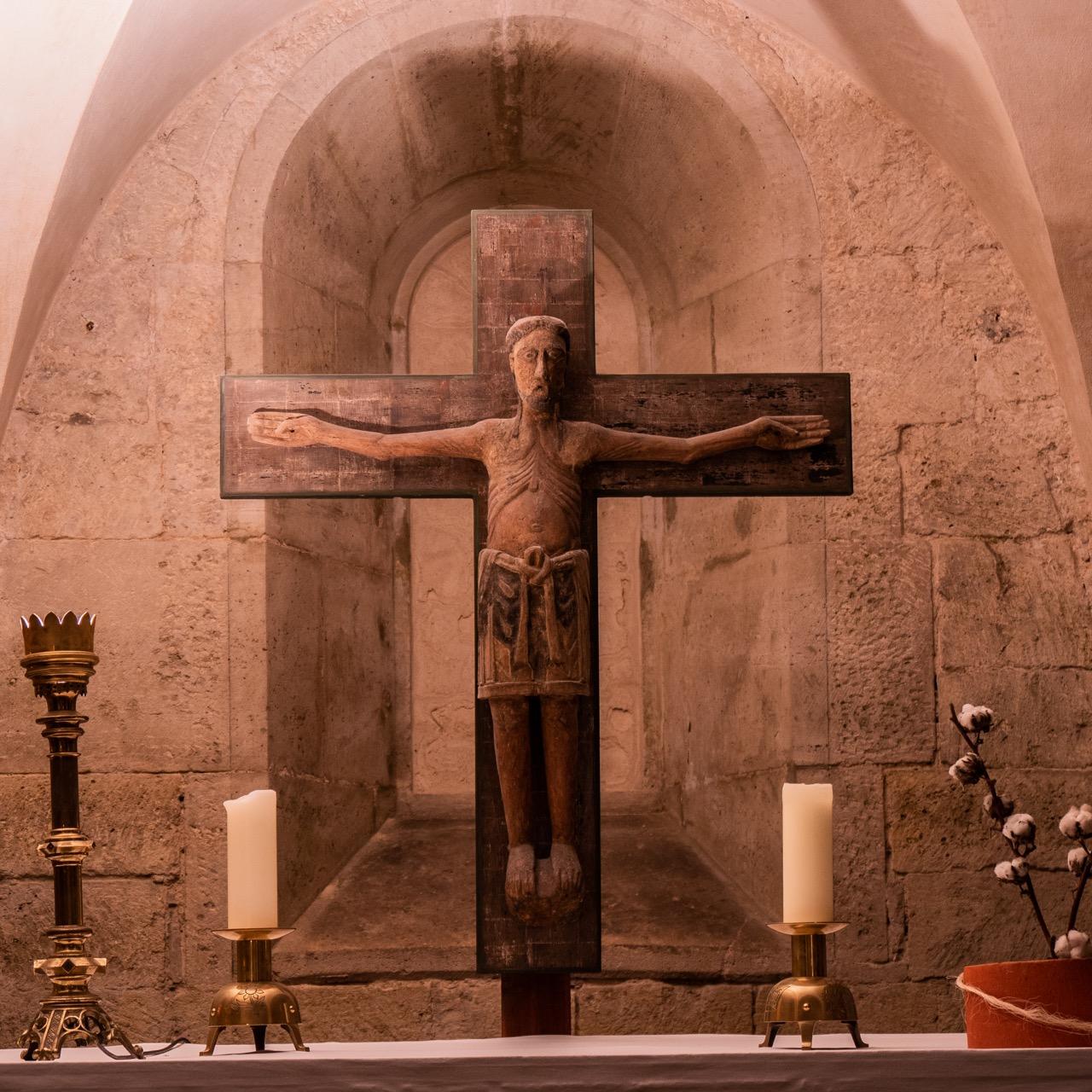 Krypta, romanisches Kruzifix, um 1170