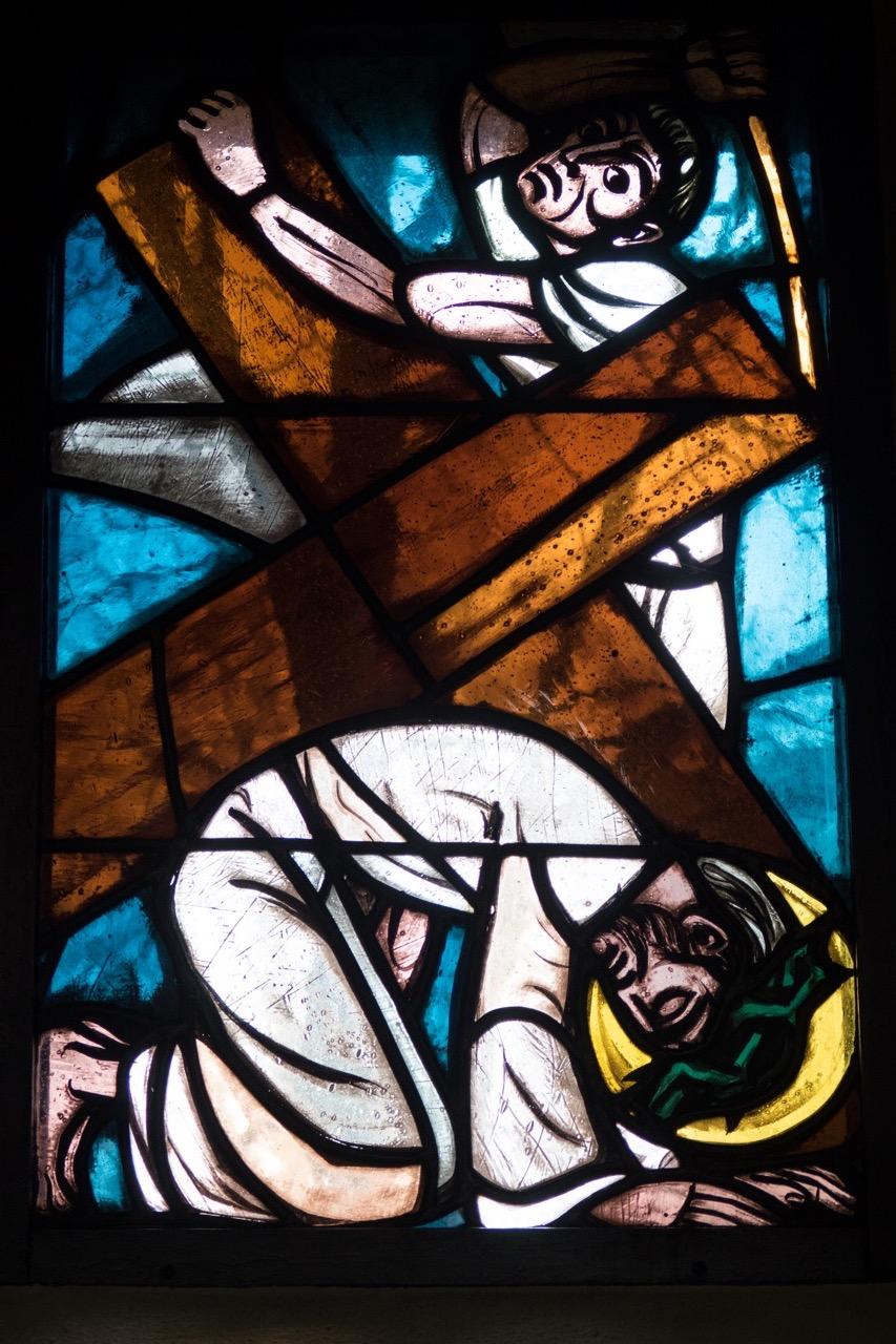 Buntglasfenster zur 9. Kreuzwegstation (Edzard Seeger, 1949)