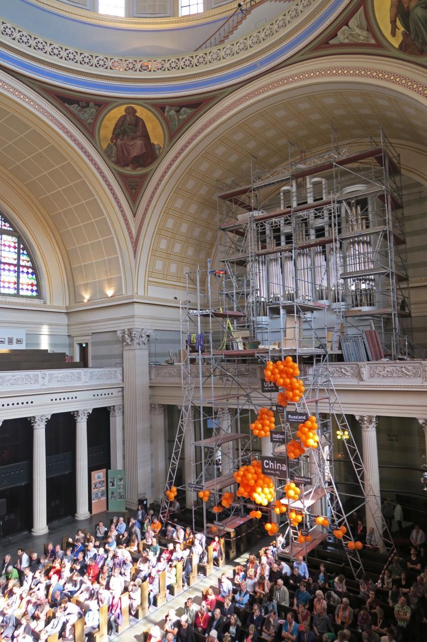 Innenansicht zur Orgelempore (Orgel noch im Bau)