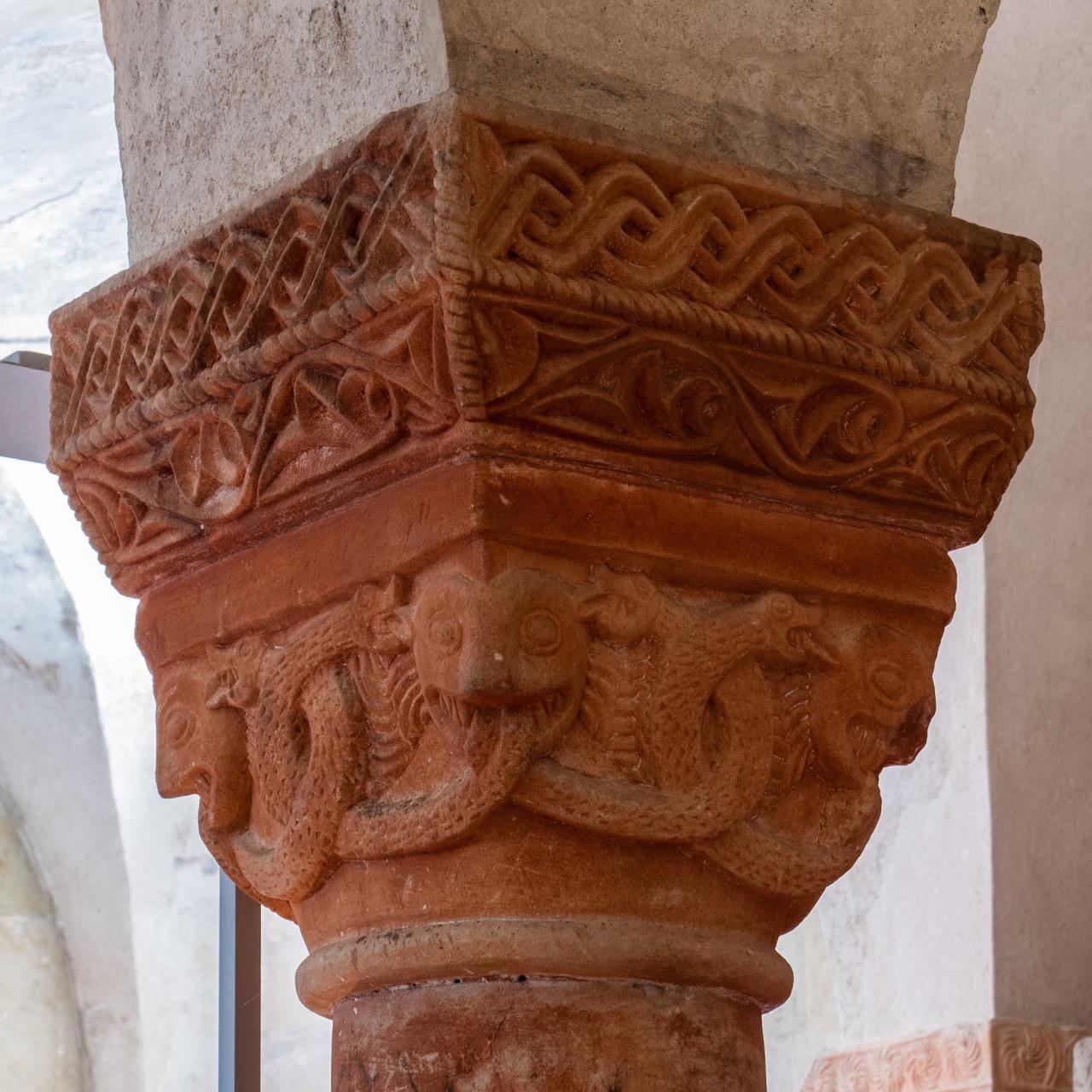 Romanisches Kapitell in der Krypta