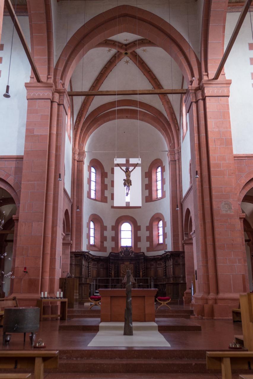 Altarraum und Chor