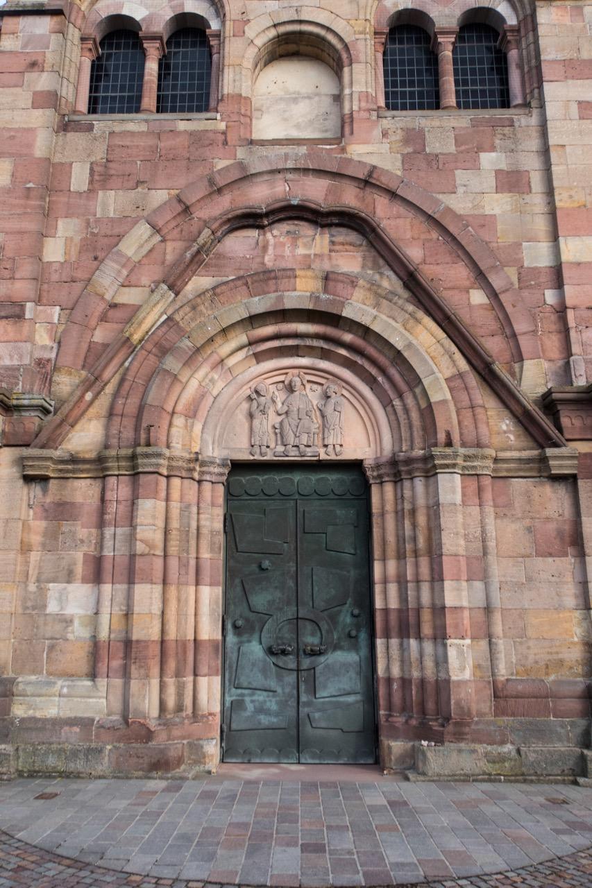 Westportal (modernes Bronzeportal von Walter Schelenz)