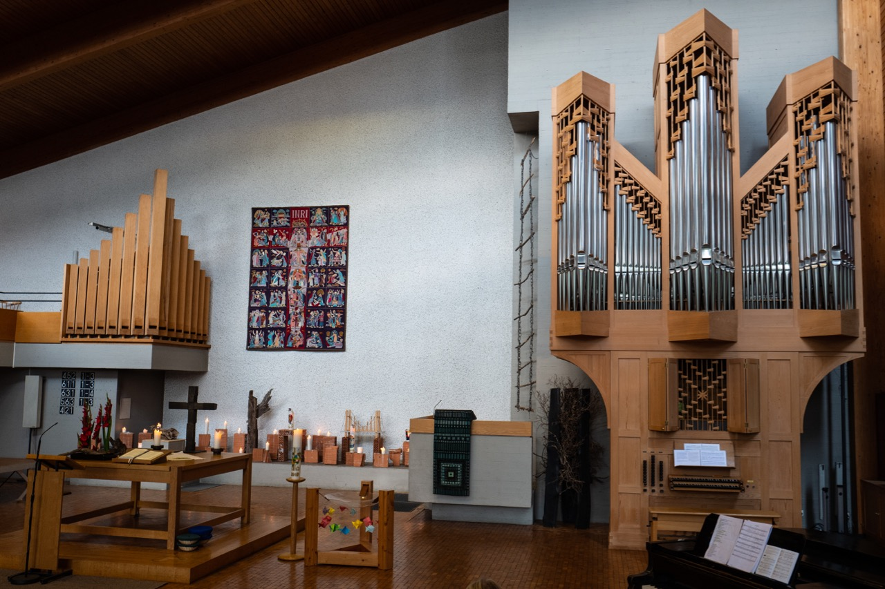 Altarraum mit Rensch-Orgel (1991)