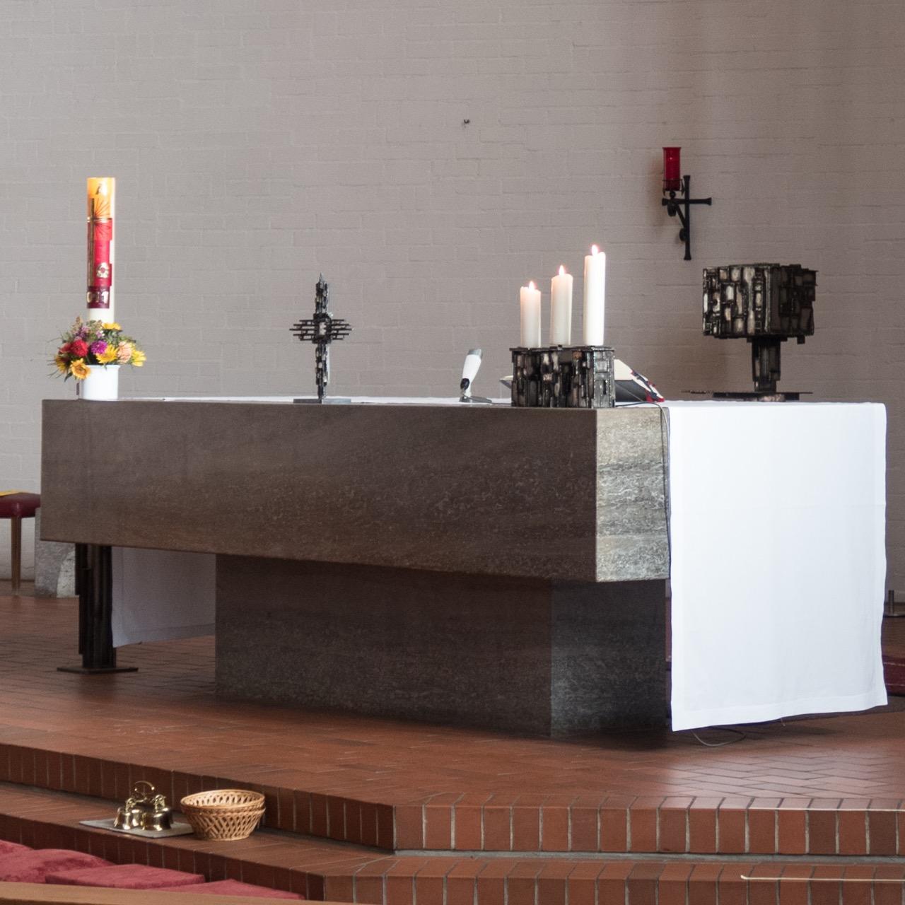 Altarraum der geweihten Kirche