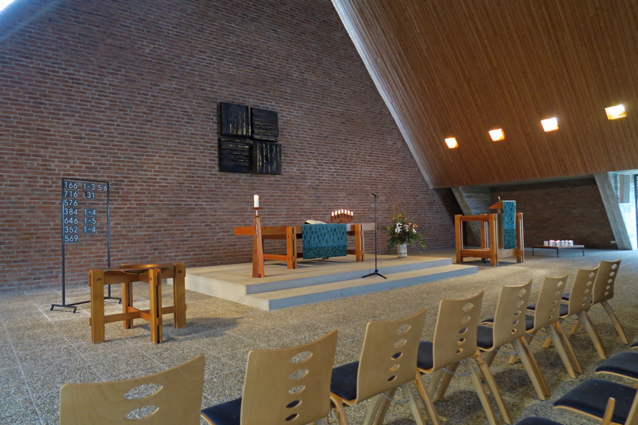 "Altarraum mit <a href=""https://www.visit-a-church.info/glossary#Prinzipalstücke"" target=""_blank"">Prinzipalstücken</a>"