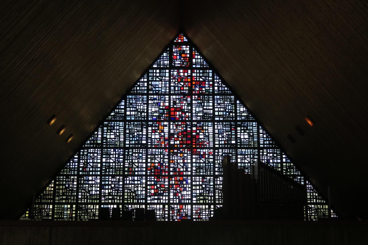 Betonglasfenster in der Westwand (Emil Kiess, 1967)