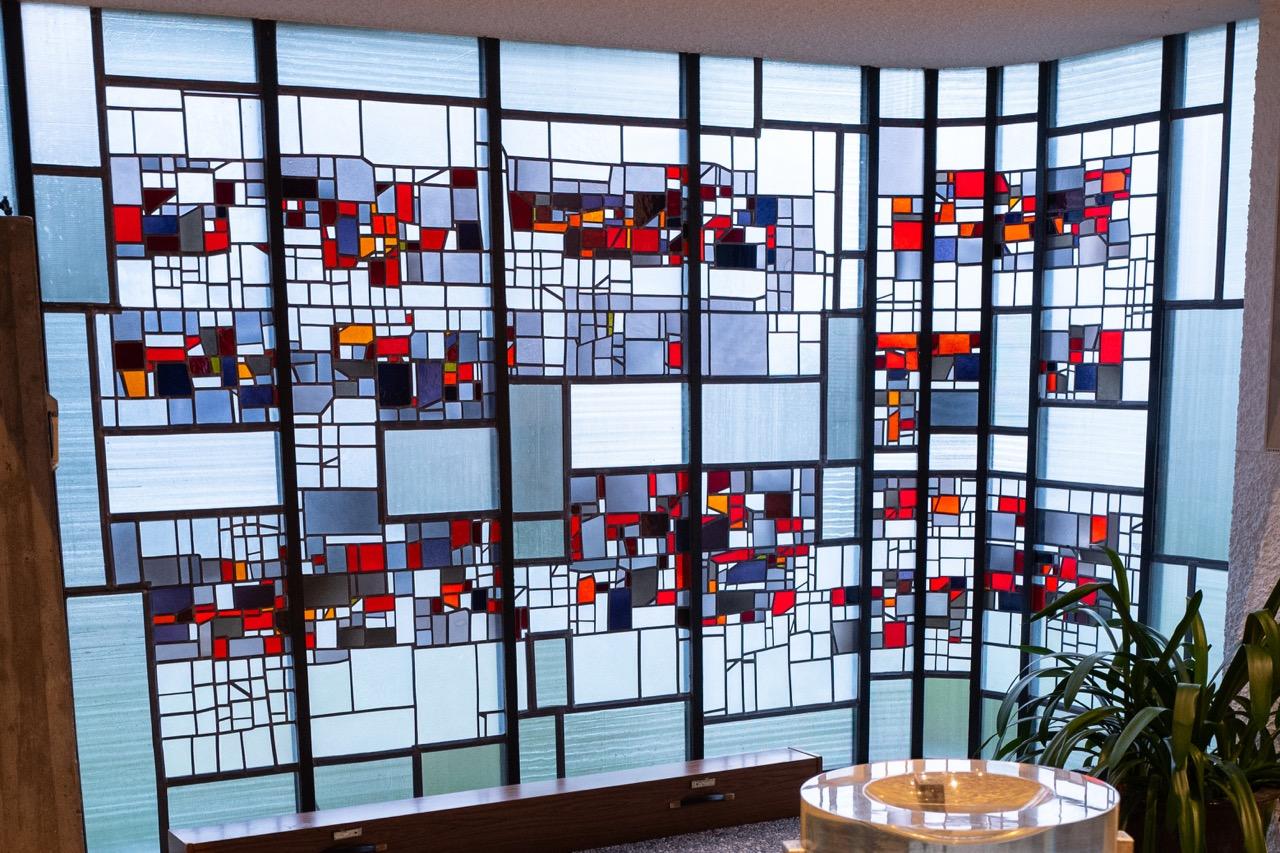 Buntglasfenster beim Taufbecken (Emil Kiess, 1969)
