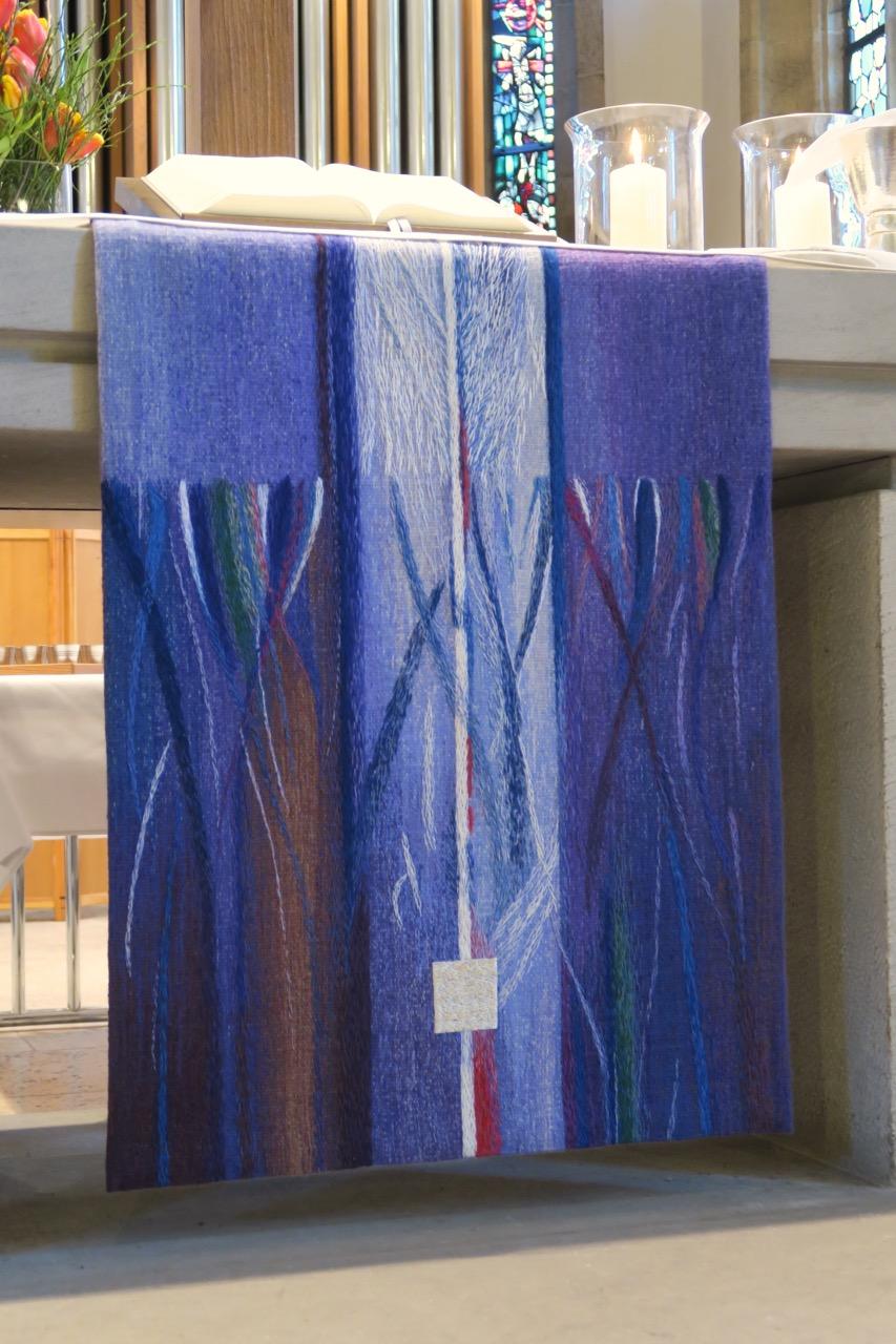 Parament am Altar (Sabine Waldmann-Brun, 2015)