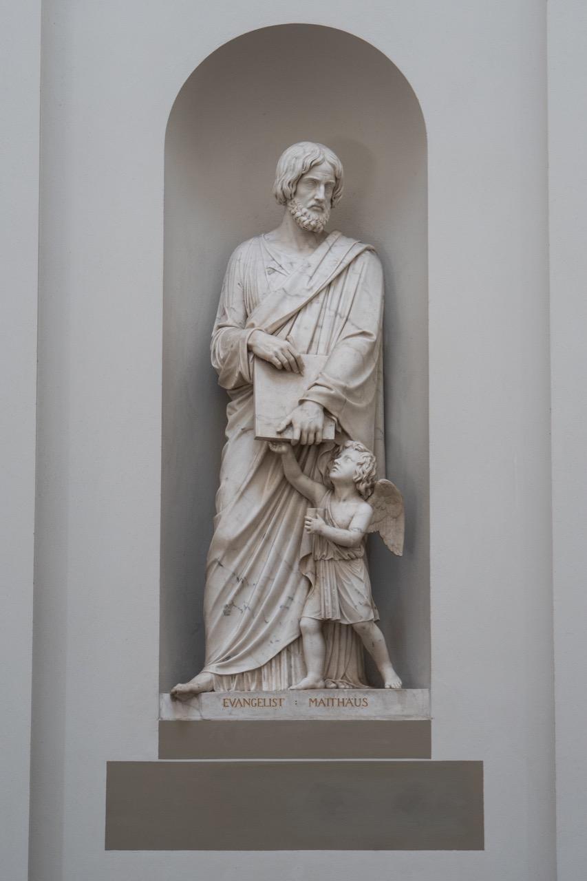 Statue des Evangelisten Matthäus