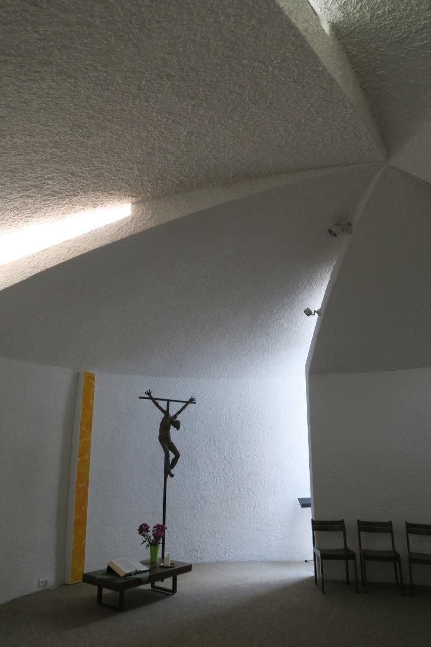 Decke aus schneckenförmig angeordneten Lamellen