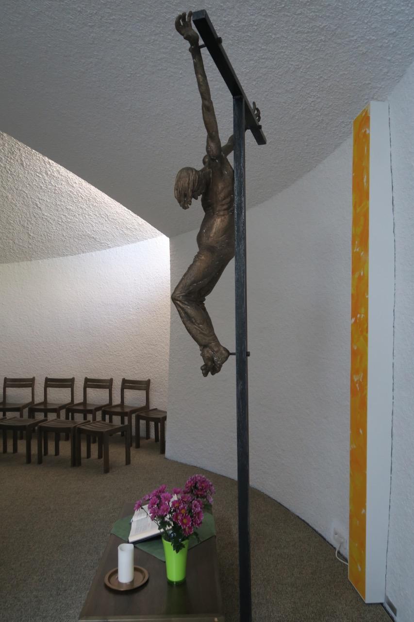"Bronzenes Kruzifix ""Jeansmann"" (Karl Henning Seemann, 1979)"