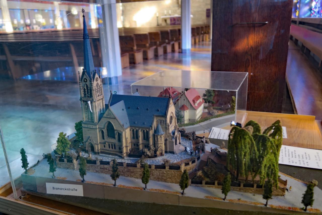 Modell der Vorgängerkirche