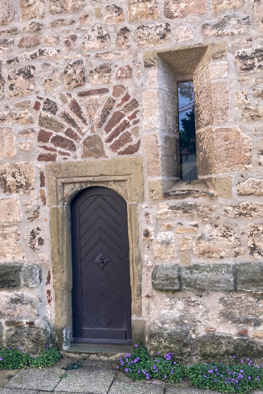 Pforte an der Turmwand im Norden