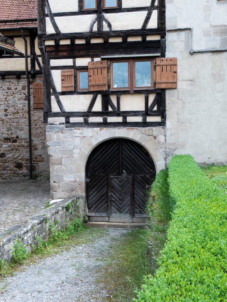 Eingang zum mittelalterlichen Weinkeller (13. Jh.)