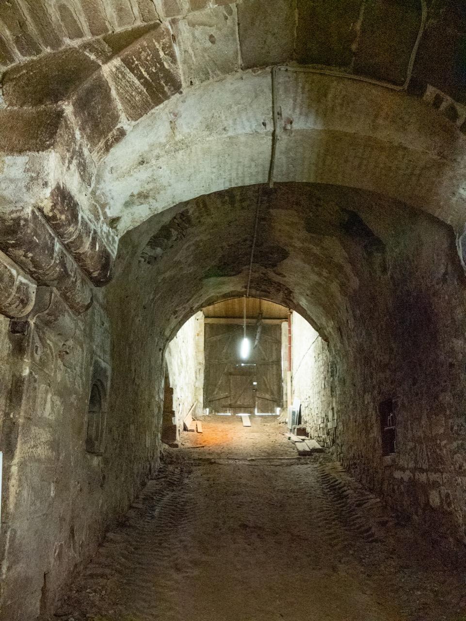 Aufgang aus dem mittelalterlichen Weinkeller (13. Jh.)