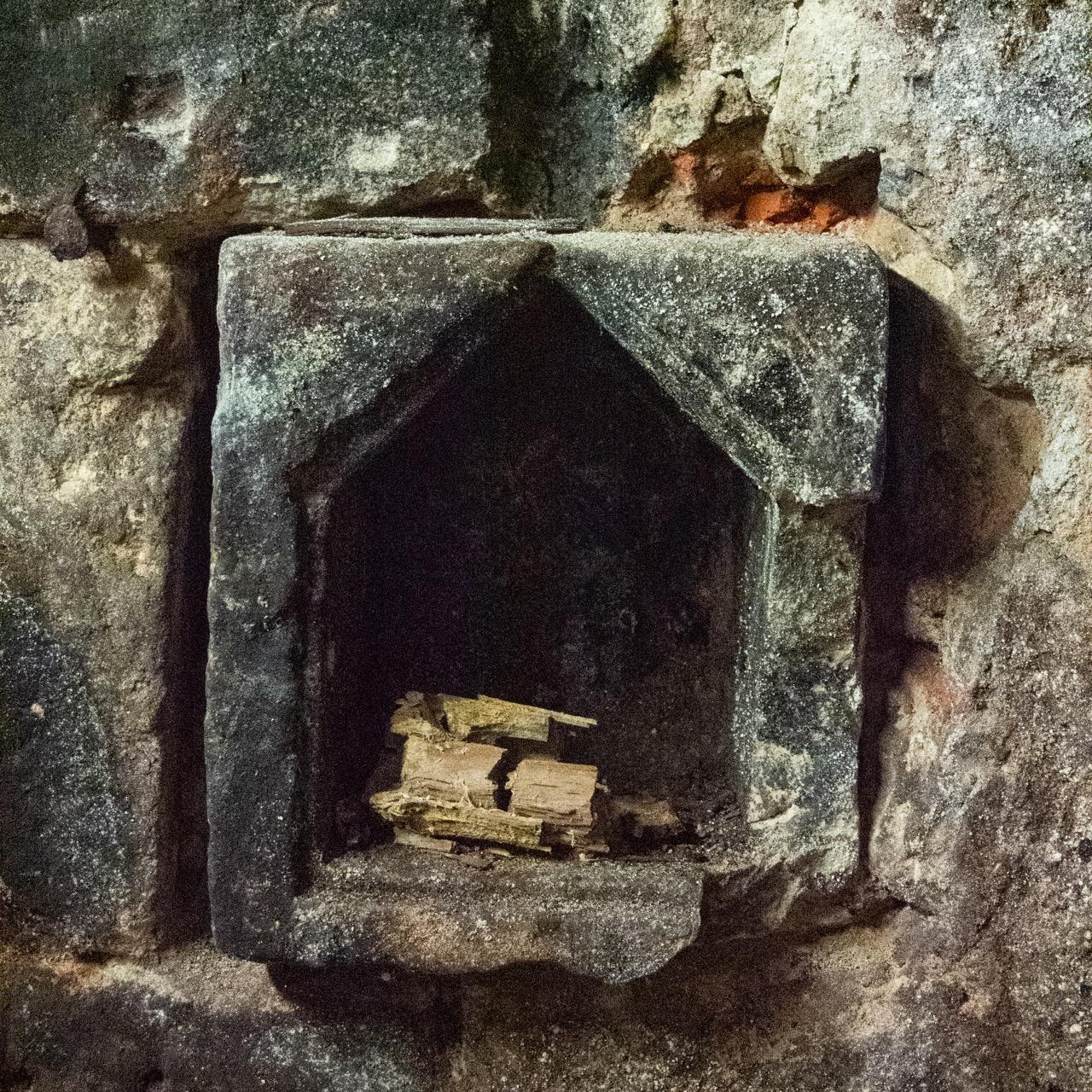 Mittelalterlicher Weinkeller (13. Jh.), Nische für Kerze oder Votivbild