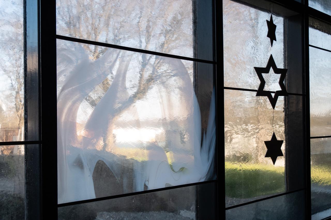 Wand aus mundgeblasenen Fensterelementen