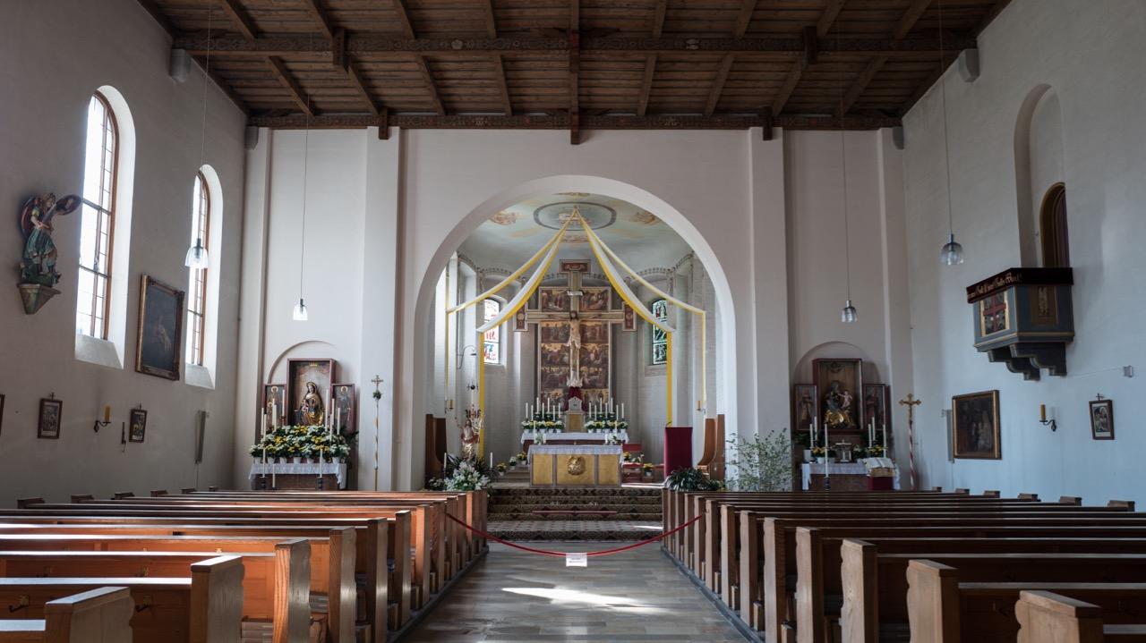 Pfarrkirche Christkönig, Innenansicht