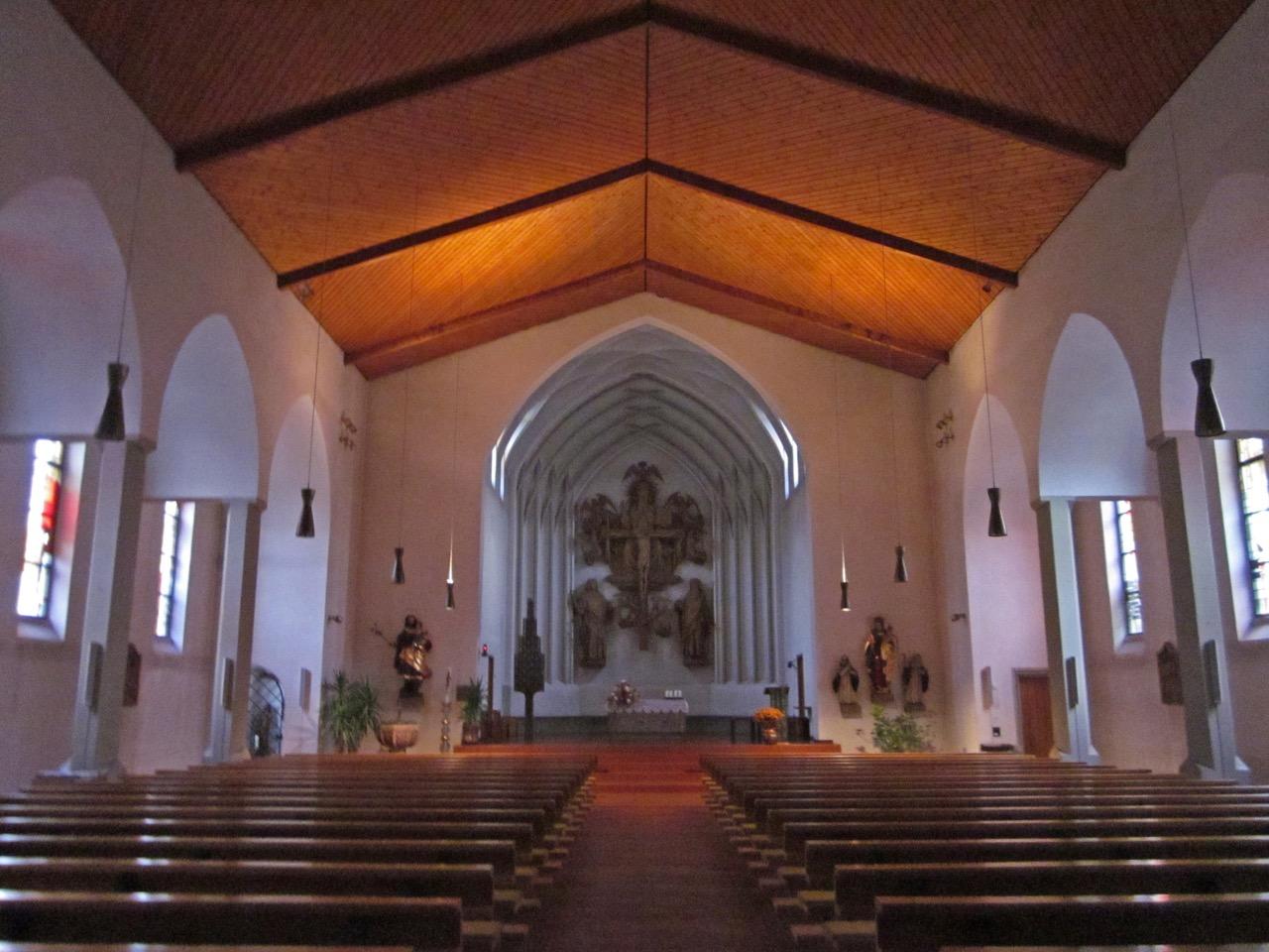Moderne Kirche, Innenansicht